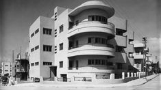 This classic Bauhaus building at 65 Hovavei Tzion Street in Tel Aviv was built in 1935 by Pinchas Hit (Philip Huett). Photo from the Kalter…