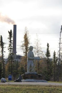 Tribute to the miners who have created Thompson, statue, BEST WESTERN Thompson Hotel & Suites  |