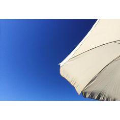 #sonnenschirm #balkonien #home #landleben #vögelgezwitscher #frühling #miomio #bluesky #summertime #balcony #noclouds #shadow #umbrella #umbrellaellaella by allemallekrillekralle