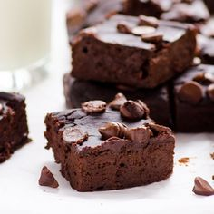 THE BEST healthy brownies with no flour, sugar or butter. Trust us!