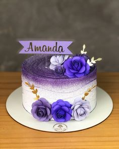 The cake is one of the biggest stars of any party and the possibilities of decoration are many. To make the right choice, a great suggestion is to invest Beautiful Birthday Cakes, Birthday Cake With Flowers, Creative Cake Decorating, Creative Cakes, Fall Birthday Cakes, Lolly Cake, Luxury Cake, Purple Cakes, Wedding Cake Photos