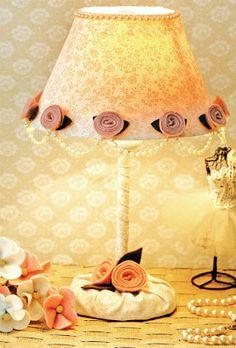 Decoración de lámpara con flores de tela | Solountip.com