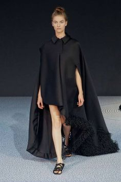 Victor & Rolf haute couture runway fashion Fall 2013