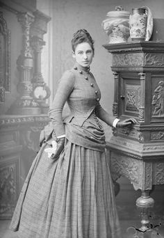 Victorian Fashion: Dress with bustle, photo prior to 1880