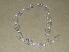 Tiara para noiva  em croche de fio de metal, fios de aço inoxidável, bordado com pérolas.