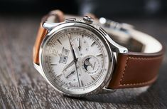 Jaeger-LeCoultre's astonishing return to top form with the masterful and controlled 2020 collection Boys Watches, Best Watches For Men, Luxury Watches For Men, Cool Mens Watches, Mens Watches Leather, Wrist Watches, Fossil Watches, Rolex Watches, Nixon Watches