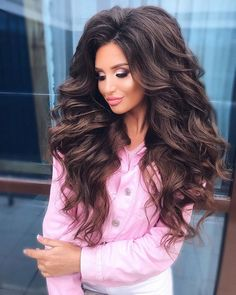 Health Hair Care Advice To Help You With Your Hair. Do you feel like you have had way too many days where your hair goes bad? Very Long Hair, Long Curly Hair, Big Hair, Curly Hair Styles, Natural Hair Styles, Pretty Brunette, Brunette Hair, Romantic Hairstyles, Bride Hairstyles