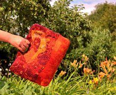 Main feutré sac - Orange & sac de laine feutrée nuno Bourgogne rouge fourre-tout tons automne sac à main...OOAK Art to Wear