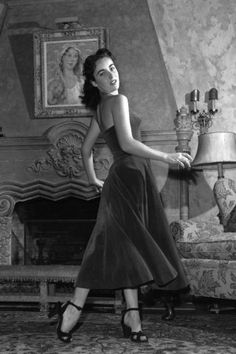 The complete evolution of the classic little black dress in 31 photos: Elizabeth Taylor, 1950