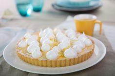 Nasz mistrz radzi: Jak upiec równy spód do tarty? Na surowe ciasto, ułożone na formie, wysyp groch lub fasolę. Obciążenie sprawi, że spód będzie równy. Na 5 minut przed końcem pieczenia zdejmij delikatnie groch i dopiecz tartę tak, żeby była zarumieniona. Gotowe! #mistrzowiewypiekow #tarta #ciasto #ciasta #diy #kuchnia #cake #cakes #pieczenie #wypieki