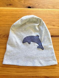 dolphin beanie made from an old t-shirt by muckelfuchs
