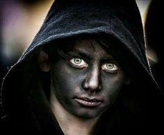 """Un giovane """" Thurpos """" di Orotelli con occhi smeraldini."""