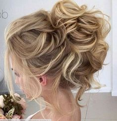 Le plus beau modèle 32 bun messy Mom Hairstyles, Homecoming Hairstyles, Wedding Hairstyles, Wedding Hair And Makeup, Bridal Hair, Updos For Medium Length Hair, Mother Of The Bride Hair, Wedding Hair Inspiration, Pinterest Hair