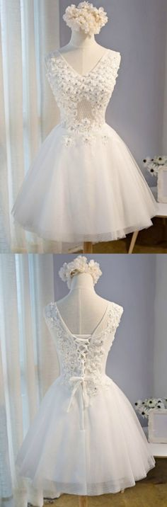 Vintage Ball-gown V-neck Short Tulle Homecoming Dress With Appliques Lace