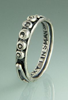 "11st 500a - Sterling Silver Single ""Jennifer"" Band with Pebbles."