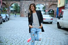 Stripes and ripped jeans - Trendy Taste