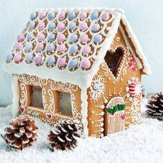 Dekoriertes Lebkuchenhaus - Christmas, - the best time of the year.♥ - Home Decoration Christmas Desserts, Christmas Treats, Christmas Baking, Christmas Traditions, Christmas Cookies, Christmas Time, Xmas, Gingerbread House Designs, Christmas Gingerbread House