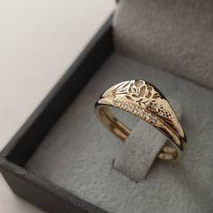 Wedding Rings Sets Gold, Wedding Bands, Wedding White, Wedding Dress, Cute Jewelry, Jewelry Accessories, Jewlery, Gold Jewelry, Minimalist Dress