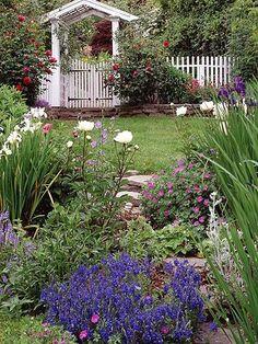 The Two Basic Garden Styles.  #gardening  #livingoutdoors