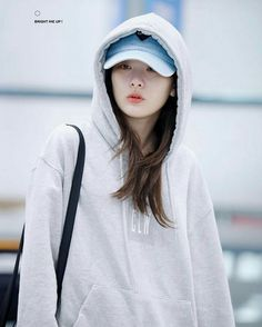 [PHOTO] 170328 Incheon Airport (Arrival) - Red Velvet© / ineffablevoice / adorablecandy / rocketxplanet / WENever Related Content: Red Velvet in Thailand Girl Fashion, Fashion Outfits, Park Sooyoung, Kang Seulgi, Red Velvet Seulgi, Airport Style, Airport Fashion, Tomboy Look, Ulzzang Girl