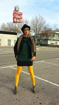 Look Jersey Verde y Medias Mostaza!! Jersey Easy Wear, Rebajas El Corte Inglés (new) Falda H&M (new) Botines MiMao, Made in Spain (new) Medias Lefties (new) Sombrero H&M (old) Abrigo Mango (old) Bufanda Mercadillo de Majadahonda (new) Gafas de sol Tienda en Amsterdam (old)