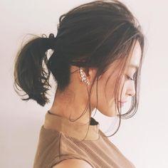 ヘアカタログやInstagramのようなおしゃれなヘアスタイルはどう作るの?と思う人は多いはず。 そのカギは「後れ毛」の出し方にあるのかもしれません。 後れ毛の悩みを解決し、こなれヘアスタイルを完成させるコツをご紹介します。
