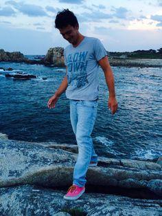 "Mud Jeans Bleach @ Plougrescant, France T-shirt Mud Jeans ""Slow down enjoy the moment"" Model Jeroen Buitenhuis"