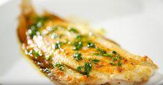Un repas rapide, léger et sain! Cuisiné de cette façon, le filet de sole est absolument délicieux!