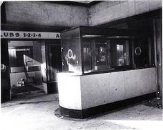 Cinema Ambassades, op deze foto reeds onderverdeeld in vier club-zaaljtes. Rechtsachter waren de trappen naar beneden. Men kwam meteen op de vestière uit en daarachter de vier zaaltjes die pal naast elkaar lagen en verbonden met een smalle, gang die langs een kant volledig bespiegeld was.