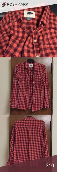 Old Navy Flannel Melon and maroon Old Navy flannel. Worn very little, still soft and comfortable. Old Navy Tops Button Down Shirts