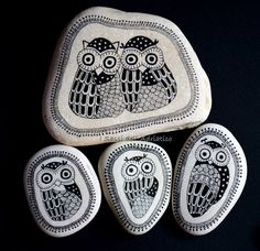 Owl painted rocks. I Sassi Dell'Adriatico by Sehnaz Bac                                                                                                                                                                                 Más