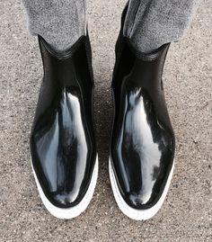Vancouver staple. Nine West rain boots. #comfycosy #shoefie