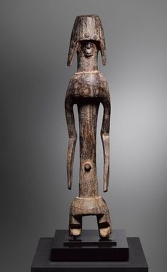 BRAFA 2019: африканское искусство на ярмарке в Брюсселе African Culture, African Art, West Africa, Art And Architecture, Wood Carving, Old And New, Les Oeuvres, Metal Working, Sculpture