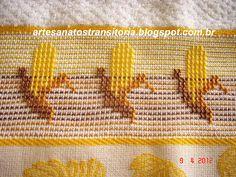frutas bordadas no ponto oitinho Swedish Embroidery, Swedish Weaving, Diy And Crafts, Cross Stitch, Sim, Facebook, Kitchen, Cross Stitch Embroidery, Cat Pattern