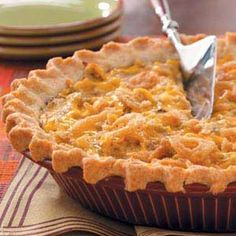 Ingredients: 1 chopped onion 2 cans if tuna 1 scoop of mayo 2 eggs 1 pie pan frozen puff pastry dough Directions: Line the pie pan with puff pastry. Pie Recipes, Dinner Recipes, Cooking Recipes, Chicken Recipes, Frugal Recipes, Tuna Recipes, Puff Pastry Dough, Frozen Puff Pastry, Tuna Pie