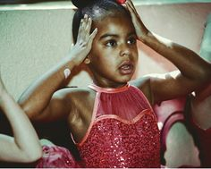 Cute new photos of Blue Ivy at her dance recital Blue Ivy Dancing, Famous Ballet Dancers, Hugo Gloss, Beyonce Photos, Blue Ivy Carter, Carter Kids, Carter Family, Beyonce And Jay Z, Dance Recital