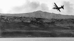 Un Hércules militar C-130 vuela a Puerto Argentino