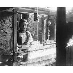 Guido Costa (Sassari 1871 - Cagliari 1951): Desulo, Giovane donna al telaio