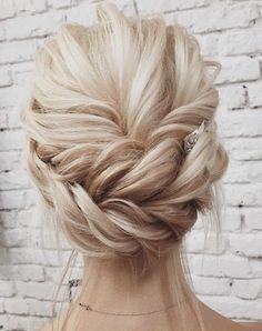 Featured Hairstyle: Lena Bogucharskaya; www.instagram.com/lenabogucharskaya; Wedding hairstyle idea. #weddinghairstyles