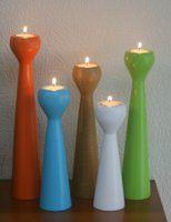 Moderne høje og slanke lysestager i eget design, malet i 25 farver og 15 træsorter, Fra 54 kr. stk.