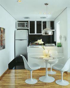 Microondas em cima da geladeira
