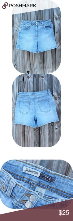 Light wash High Waisted Shorts ☓ :: NO TRADES :: ☓ ☓ :: I DON'T MODEL :: ☓            _________________________  ☞Item Details ↴  98% cotton, 2% Spandex, stretchy, super comfortable, mid rise, great shape.  Item's Measurements (ᴍᴇᴀsᴜʀᴇᴅ ʟʏɪɴɢ ғʟᴀᴛ):  Waist: 14 inches Hip: 17.5 inches Length: 13.5 inches Feel free to ask any questions below!                         _________________________ Vintage Shorts Jean Shorts