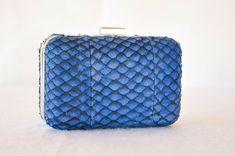 Clutch box tilápia azul arara | arara blue tilapia leather clucth.