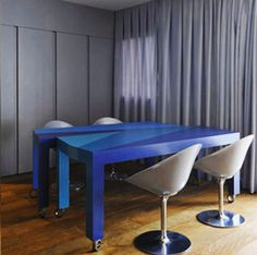 flexible interior design in brazil, with multifunction table Small Space Design, Small Spaces, Multifunctional Furniture, Amazing Transformations, Create Space, Interior Inspiration, Contemporary, Living Room, Interior Design