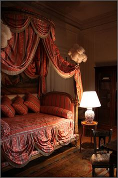 Chateau de Hautefort, Aquitaine Love the swagged bed cover! Bedroom Red, Modern Bedroom, Master Bedroom, Bedroom Decor, Bedroom Ideas, Contemporary Bedroom, Gypsy Bedroom, Bedroom Apartment, Shabby Bedroom