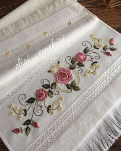 This Pin was discovered by nar Border Embroidery Designs, Kurti Embroidery Design, Embroidery Bags, Free Machine Embroidery Designs, Floral Embroidery, Embroidery Patterns, Brazilian Embroidery Stitches, Hand Embroidery Stitches, Embroidery Techniques