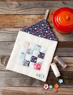 awesome Use scraps from your stash to stitch an adorable Quilted Mini House Trivets with this tutorial at WeAllSew. medianet_width = medianet_height = medianet_crid = medianet_versionId = (function() { var isSSL = 'https:' ==. Quilting Tutorials, Quilting Projects, Sewing Projects, Sewing Ideas, Small Quilts, Mini Quilts, Quilt Blocks Easy, Buy Fabric Online, House Quilts