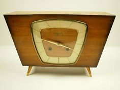 Outstanding Design Mid-Century Streamlined Hermle FHS Mechanical Mantle Clock by Zentra