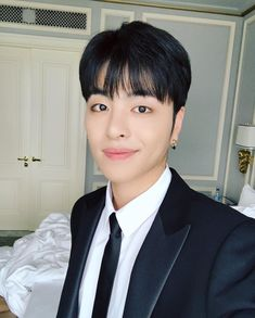 He's so cute and handsome that smile is adorable Kim Jinhwan, Chanwoo Ikon, Yg Entertainment, Kpop, Bobby, Koo Jun Hoe, Ikon Debut, Hip Hop, Cupcake