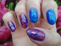 Polishes: base opi alpine snow, bow thermo topcoat blue white, bow thermo violet pink blue. Stamped with: plate ND 116 nicole diary aliepress, polish colour alike mars and mdu 59 brick over violet bow, kaleidoscope 23 aurora and mdu 61 fiji over bow blue. Topped with seche-vite and last top holo inm..